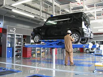 車検、整備を行う自社工場を完備